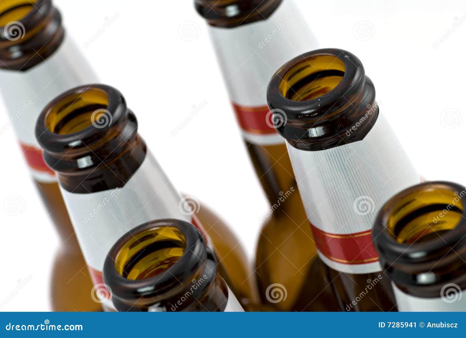 Botellas vacías de cerveza