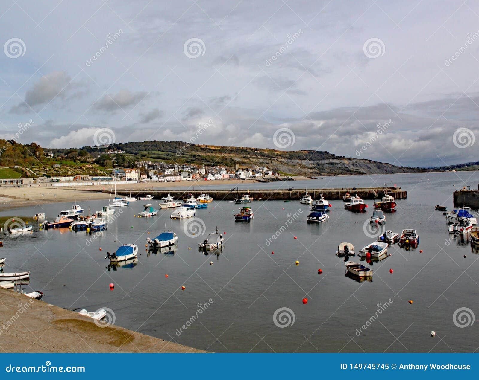 Boten in de haven in Lyme REGIS in Dorset, Engeland