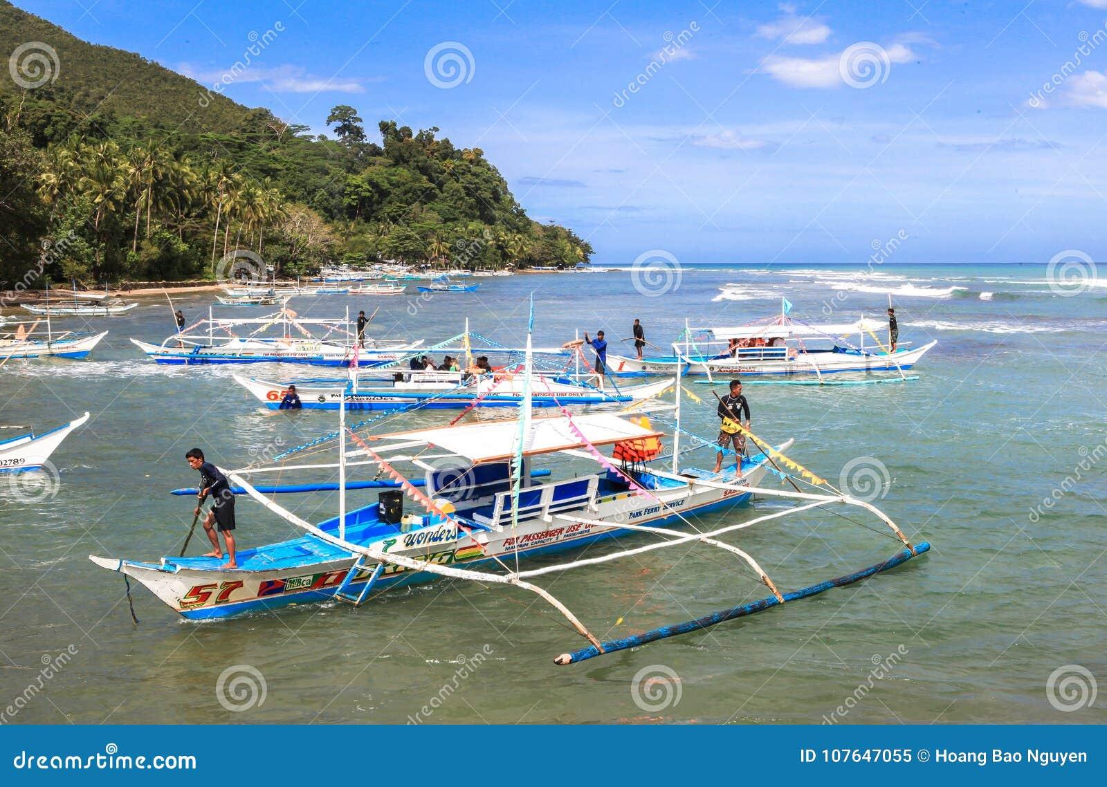 Boten op het strand van Puerto Princesa, Filippijnen