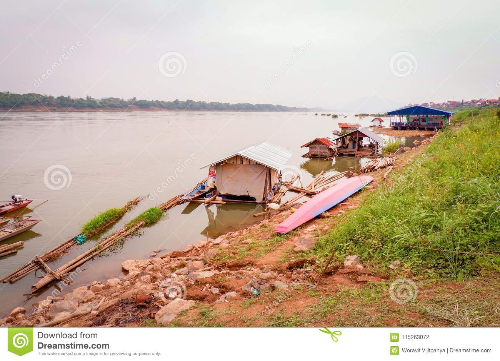 Botenhuis die Mekong Rivier vissen