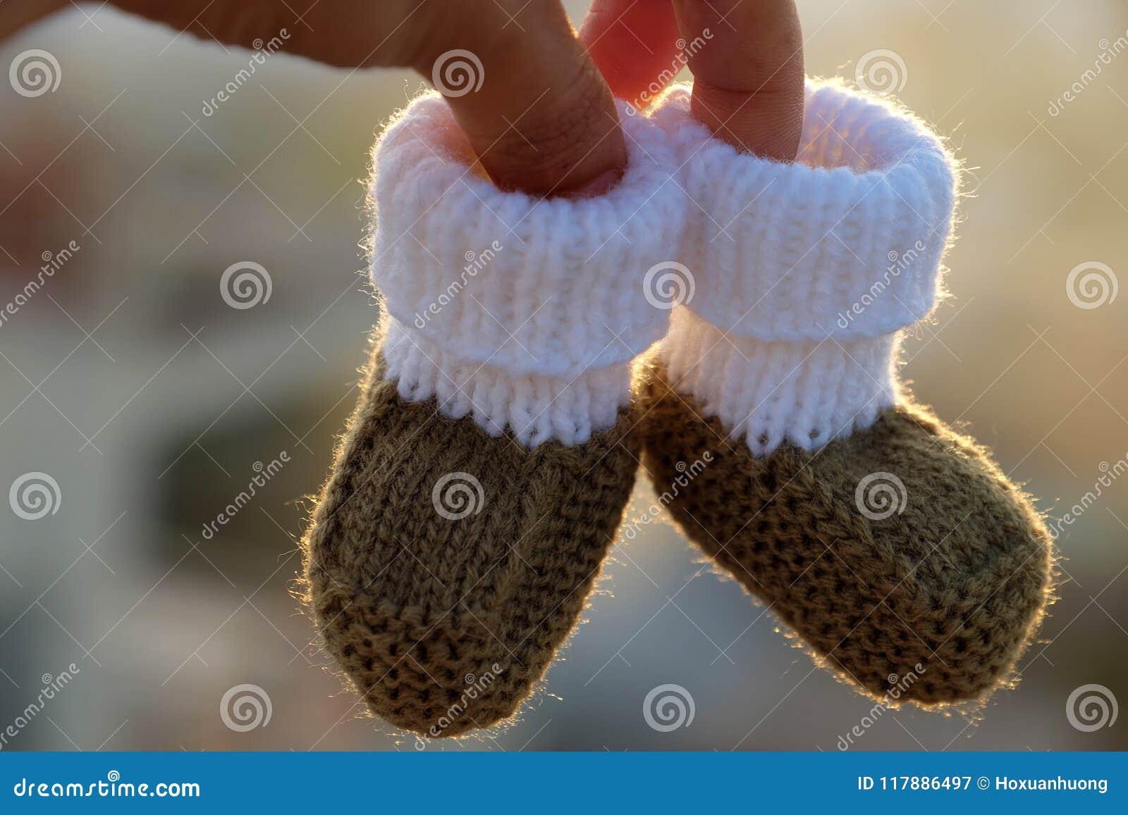 Botines para recién nacido imagen de archivo. Imagen de outdoor ...