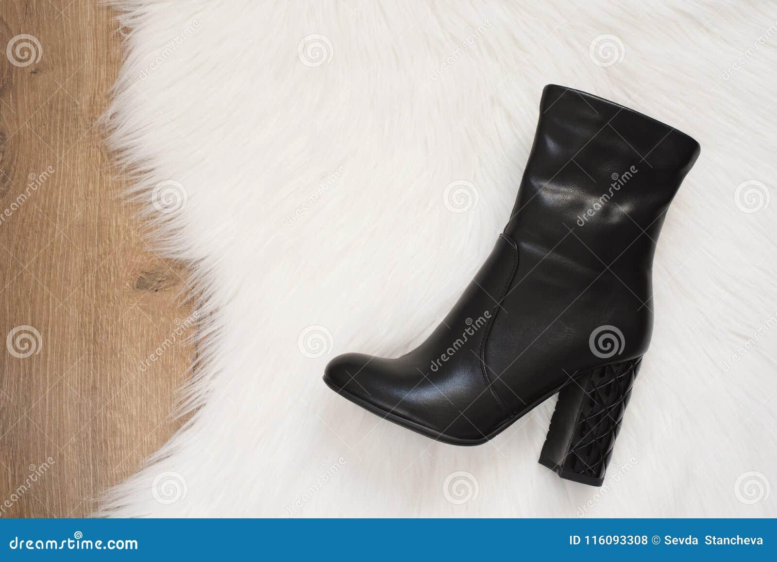 bottes femme en bois avec fourrure