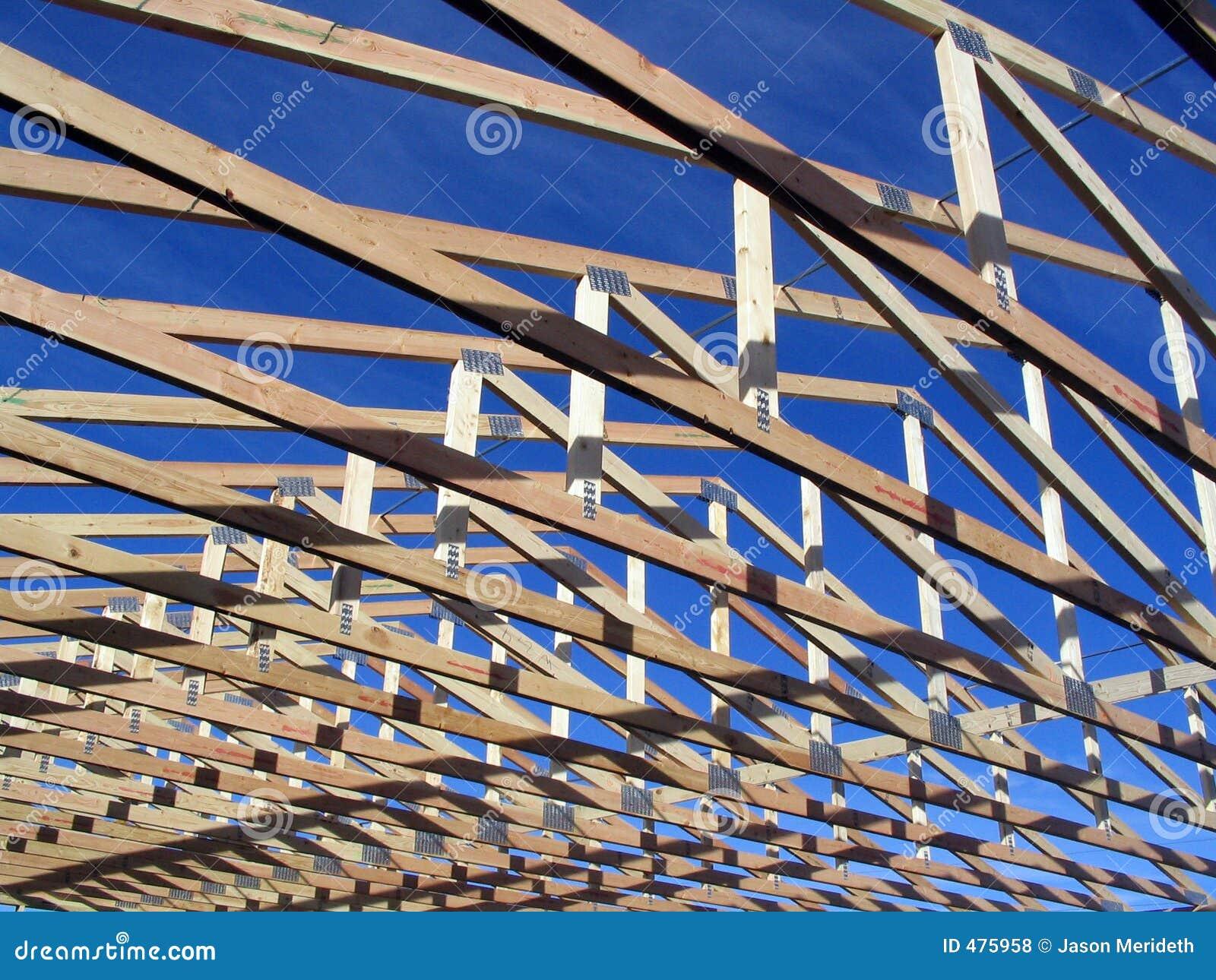 Bottes pendant la construction sur une maison