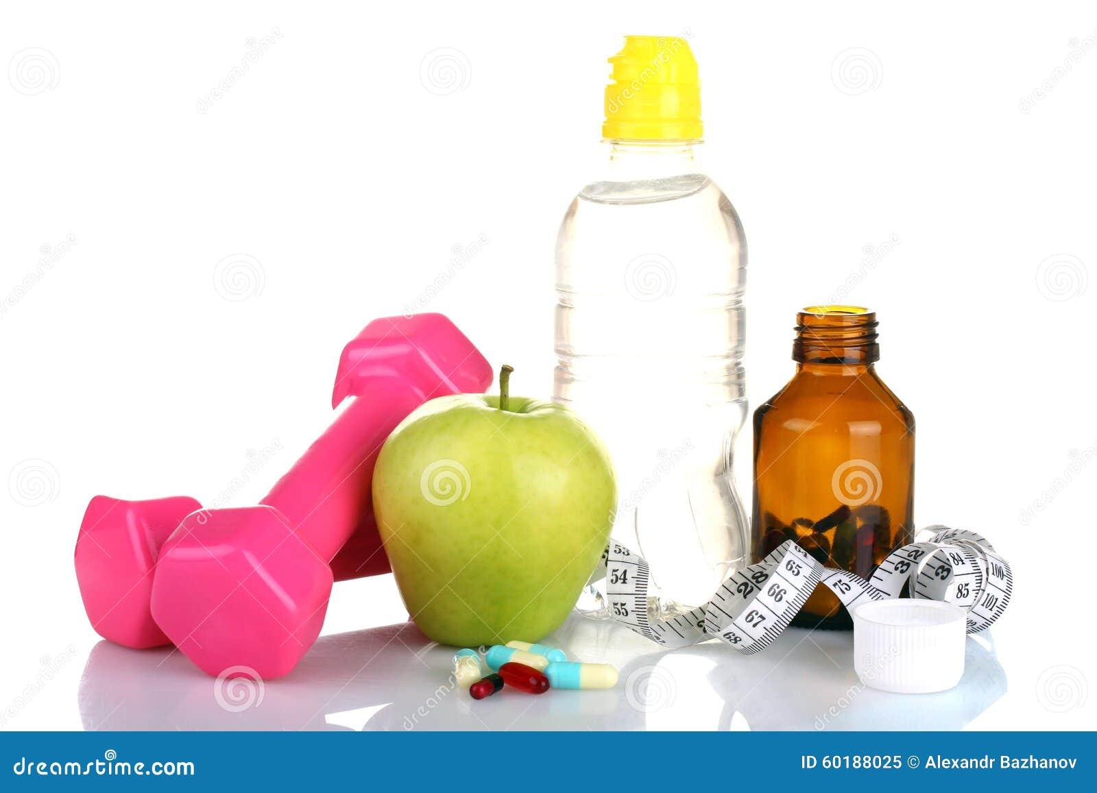 Bottiglia con acqua e nastro adesivo di misurazione