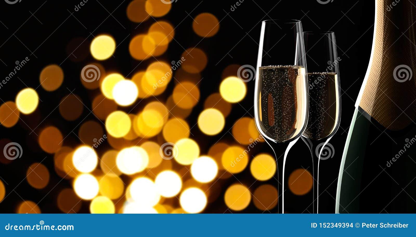 Bottiglia di champagne con due vetri