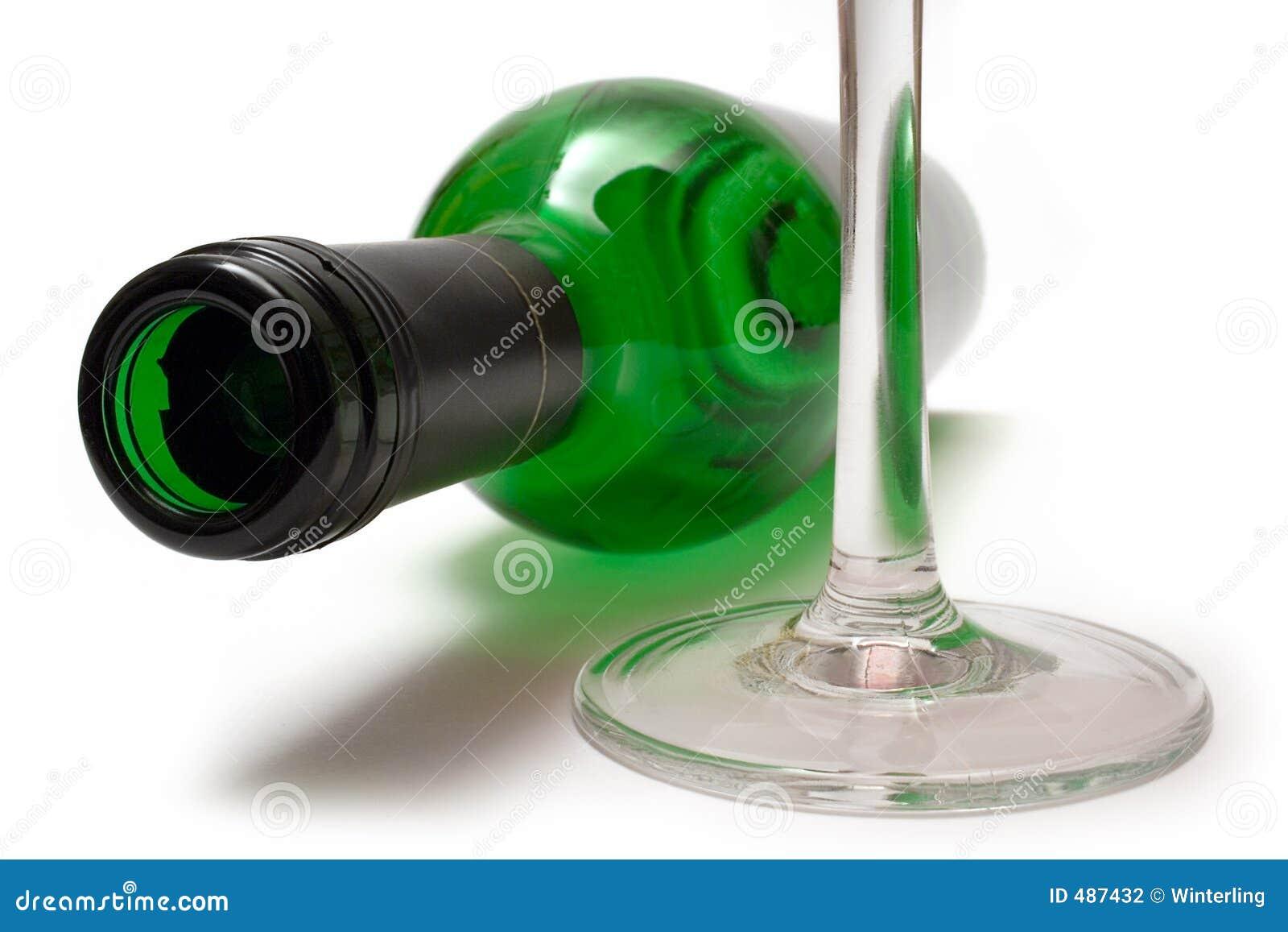 Bottiglia di vino e vetro di vino di menzogne