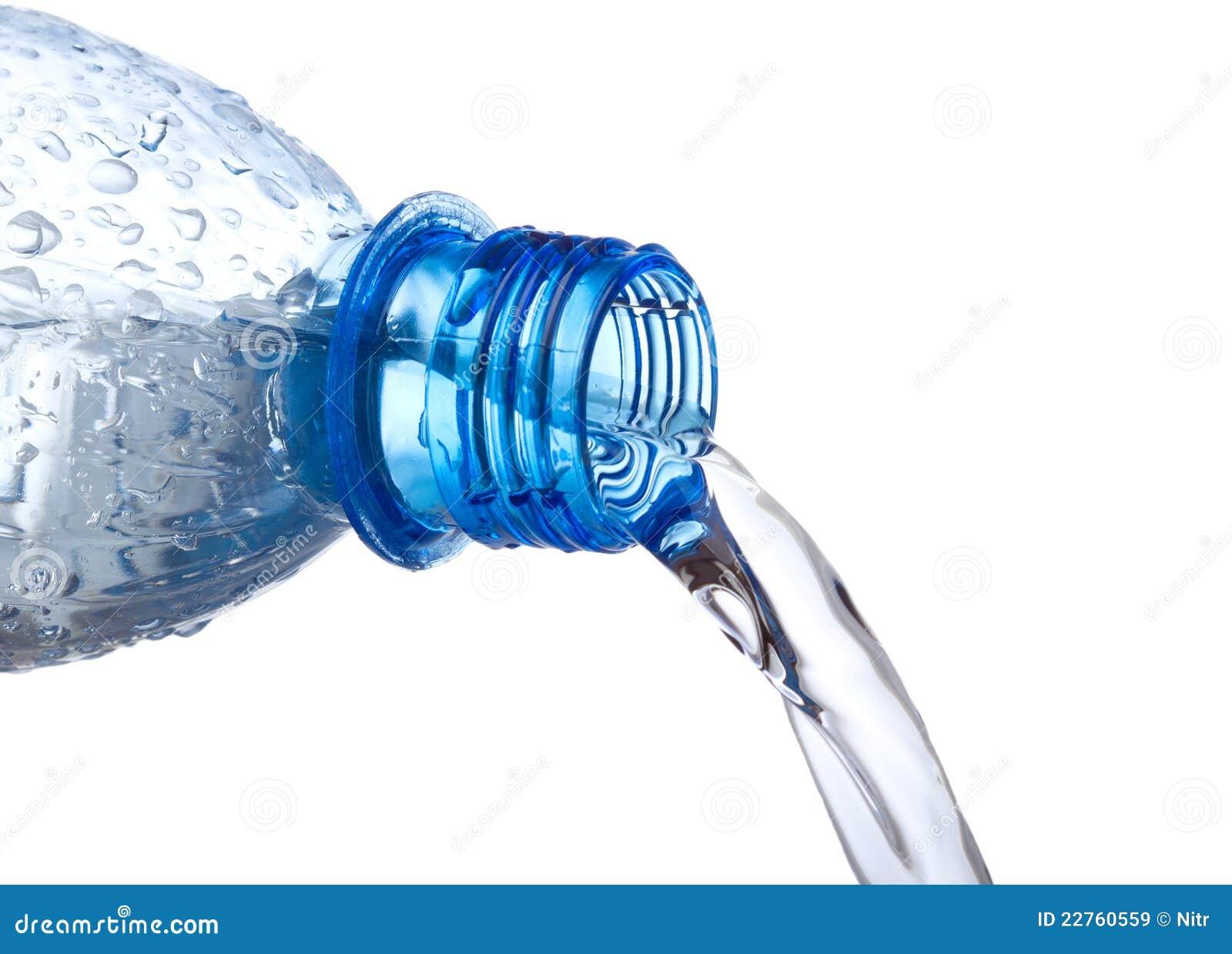 Bottle ner plastic hällande vatten