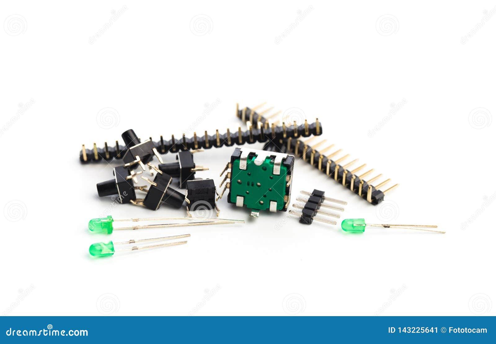Bottoni, principali, codificatore e connettori isolati su bianco