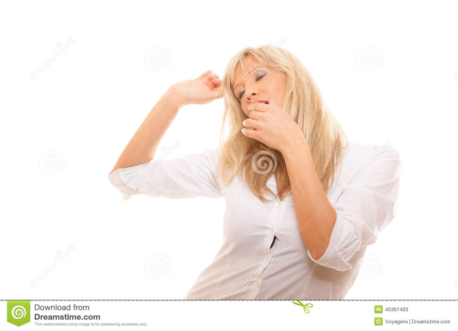 Bouche de baîllement de bâche de femme fatiguée somnolente avec la main