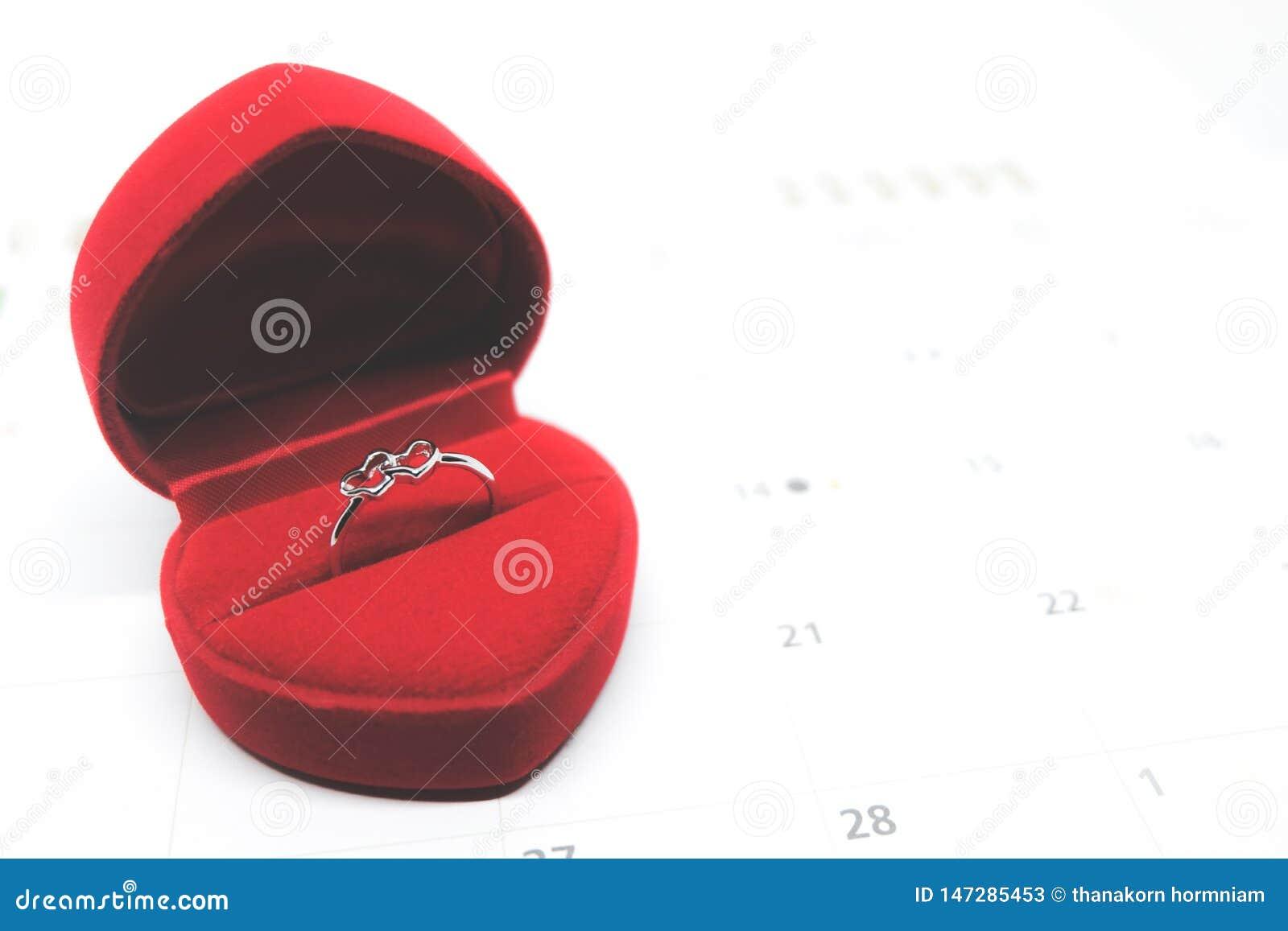 Boucle de mariage en forme de coeur d or
