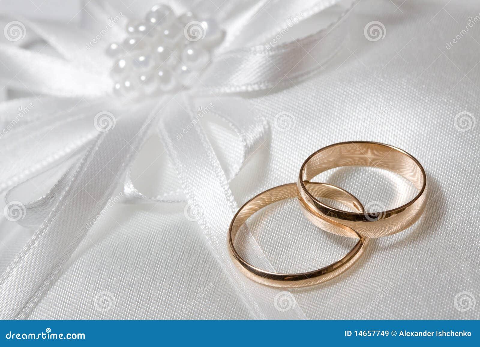 Boucles de mariage.