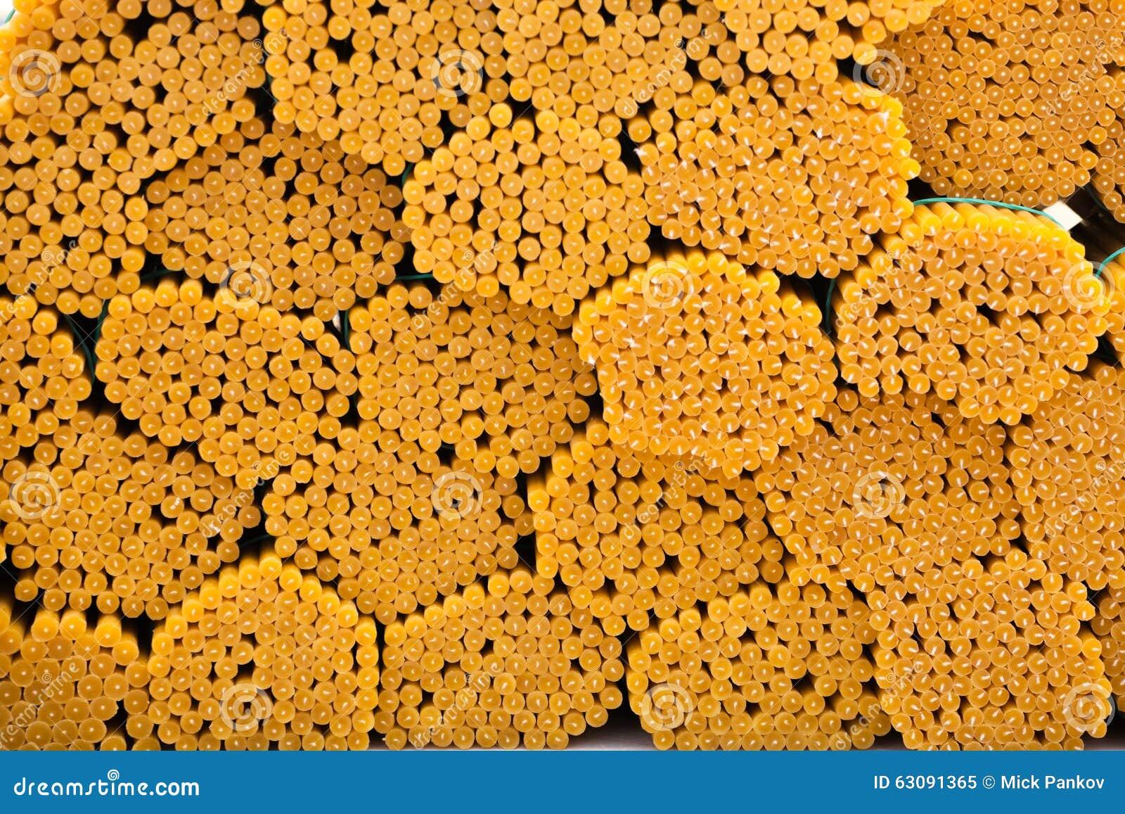 Download Bougies colorées image stock. Image du long, paquet, rond - 63091365