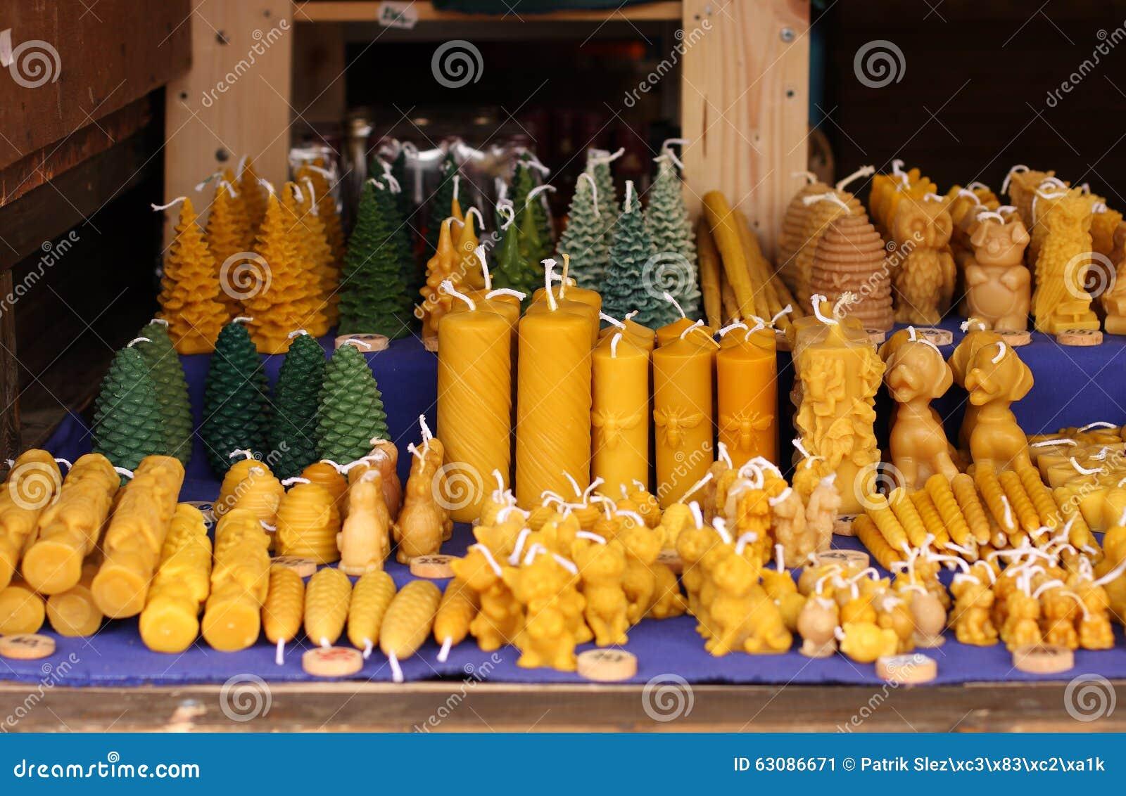 Download Bougies De Cire D'abeille Au Marché De Noël Image stock - Image du bougie, closeup: 63086671