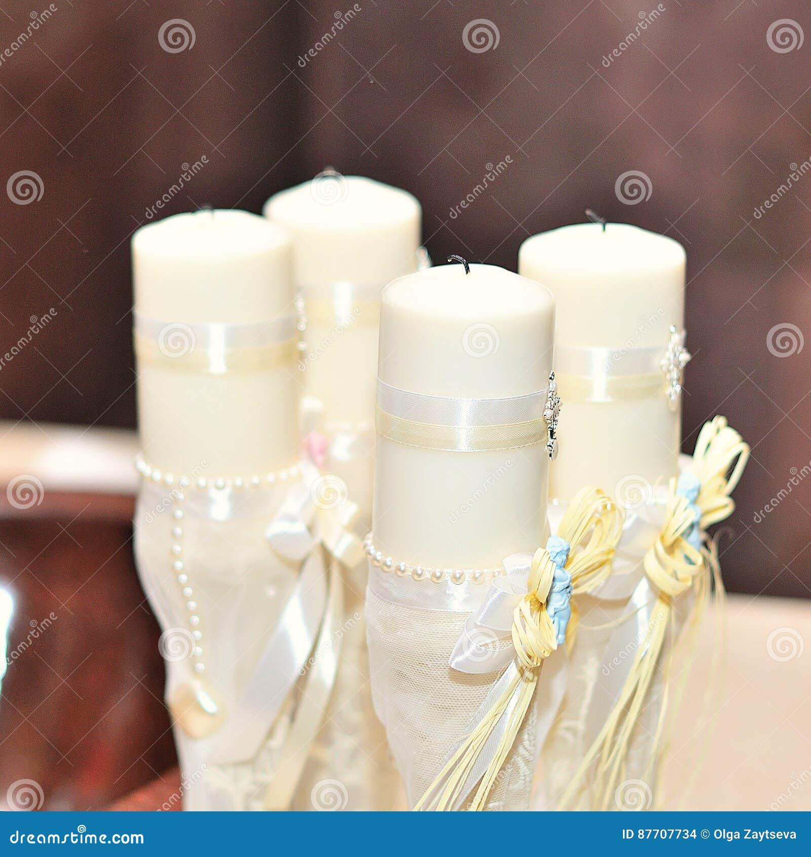 Bougies pendant le baptême orthodoxe de baptême