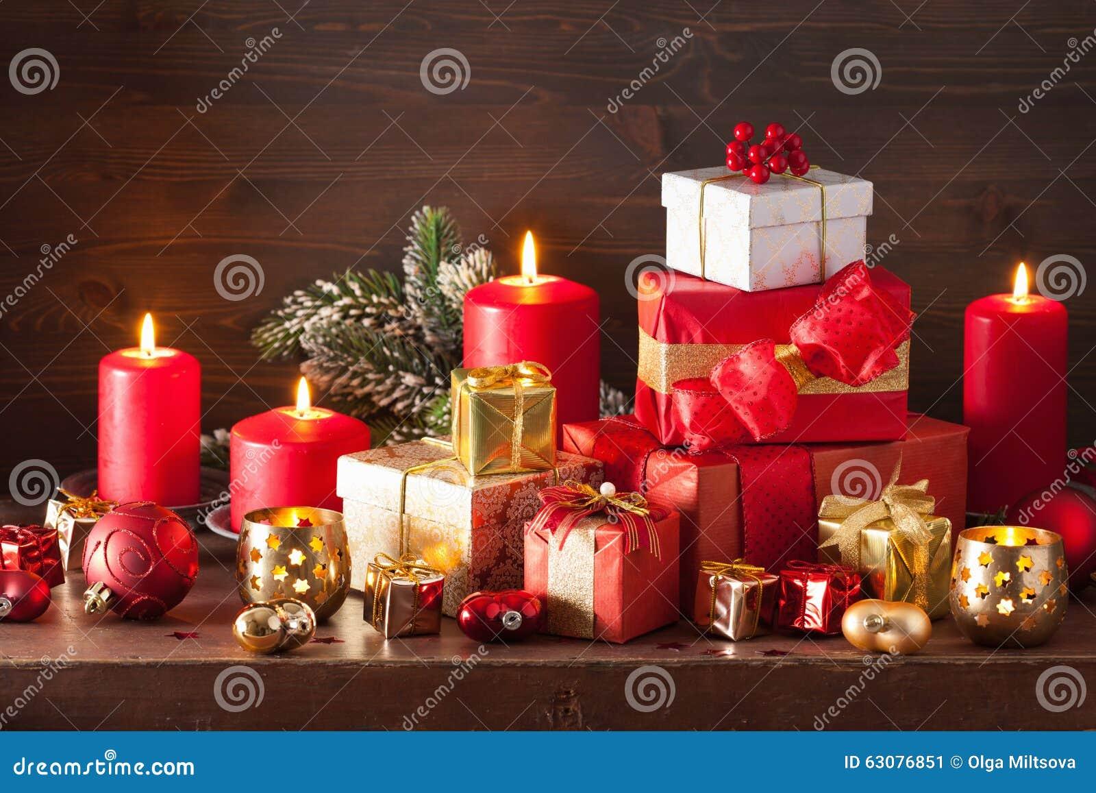 Download Bougies Rouges Et D'or De Décoration De Boîte-cadeau De Noël Image stock - Image du foncé, star: 63076851