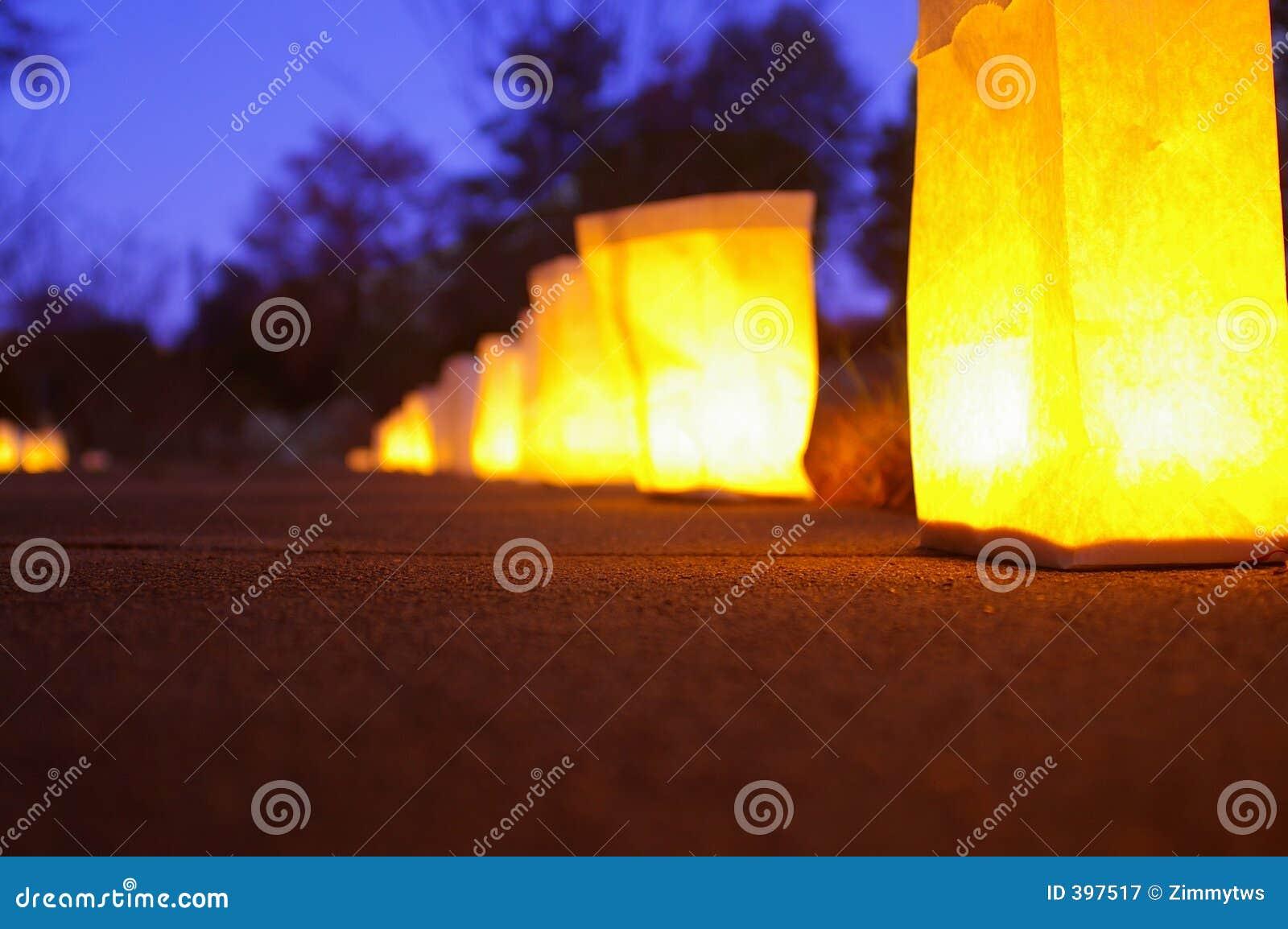 Bougies sur un chemin