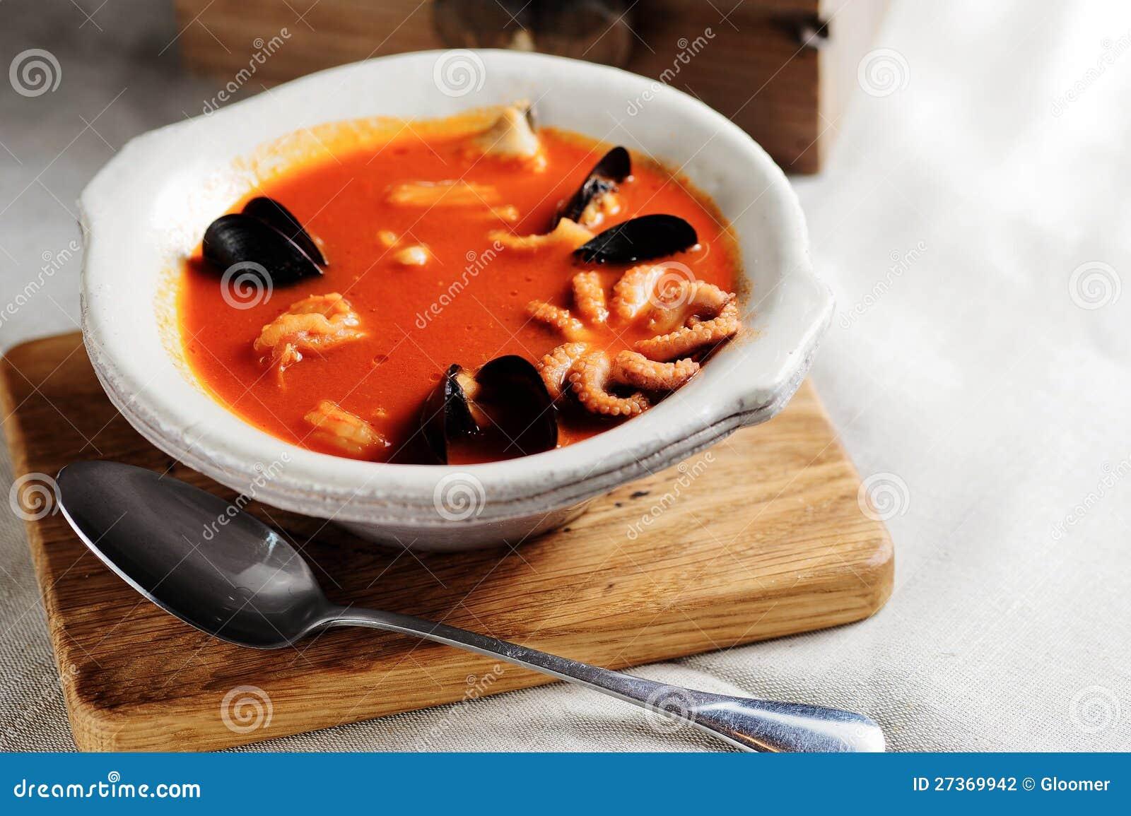 Bouillabaisse, sopa francesa dos peixes