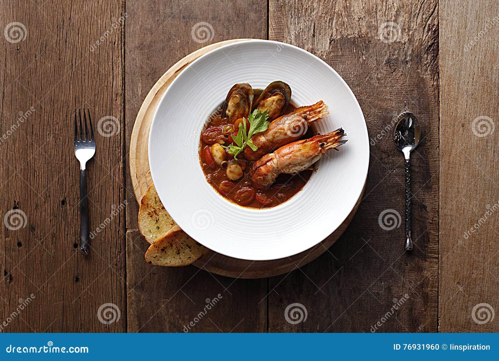 Bouillabaisses De Soupe A Fruits De Mer Dans Le Pot Cuisine