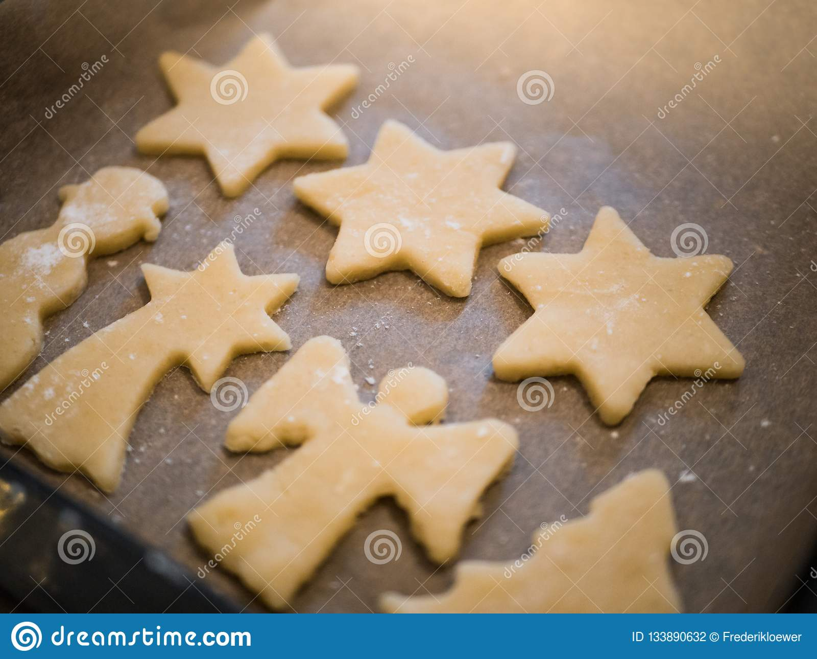 Boulangerie de Noël : plan rapproché des biscuits faits maison