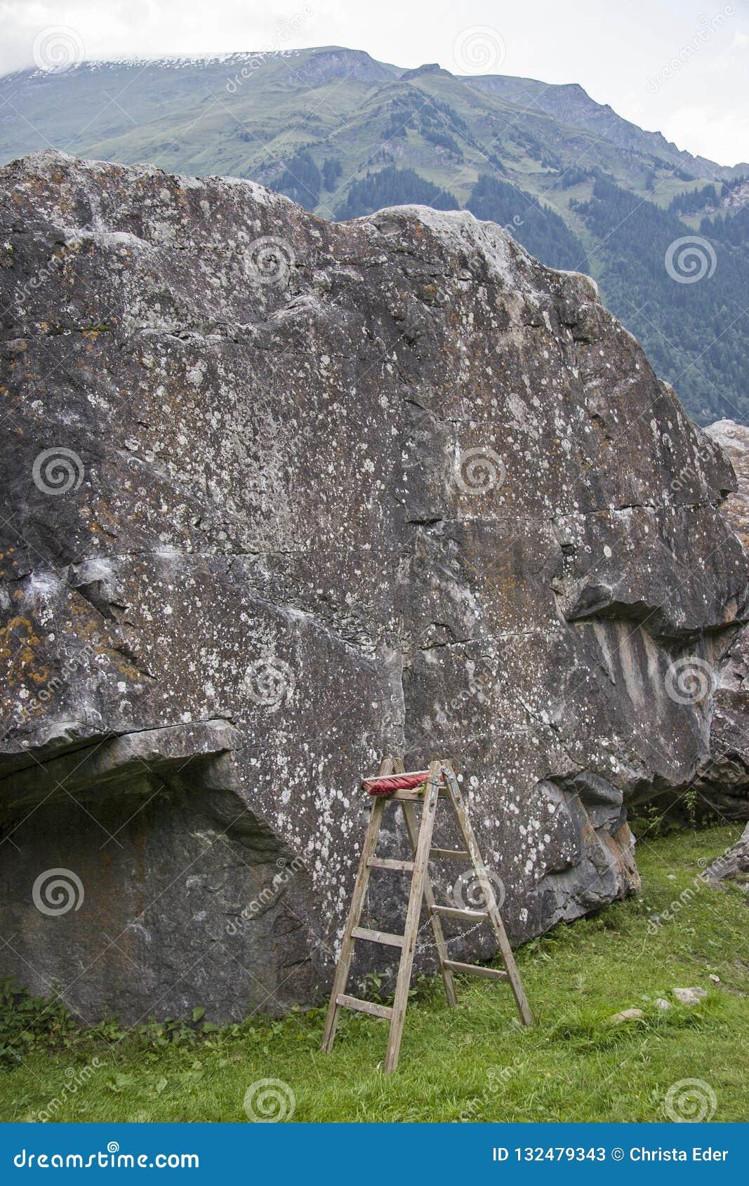 Boulderfels z niesprawiedliwą wspinaczkową pomocą