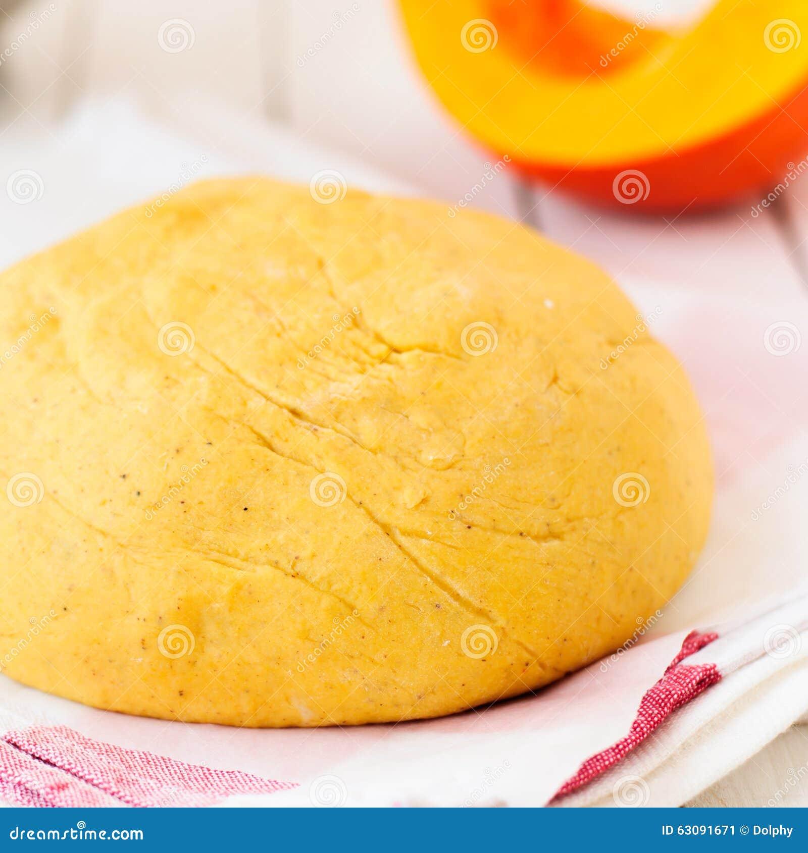 Download Boule épicée De La Pâte De Potiron Image stock - Image du rustique, orange: 63091671