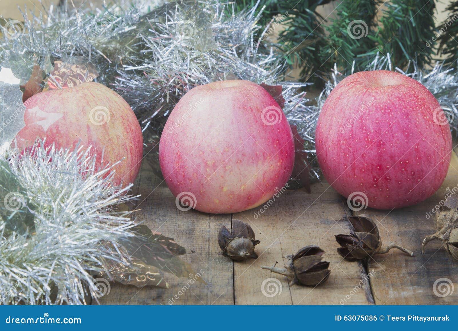 Download Boule Apple de Noël photo stock. Image du décoration - 63075086