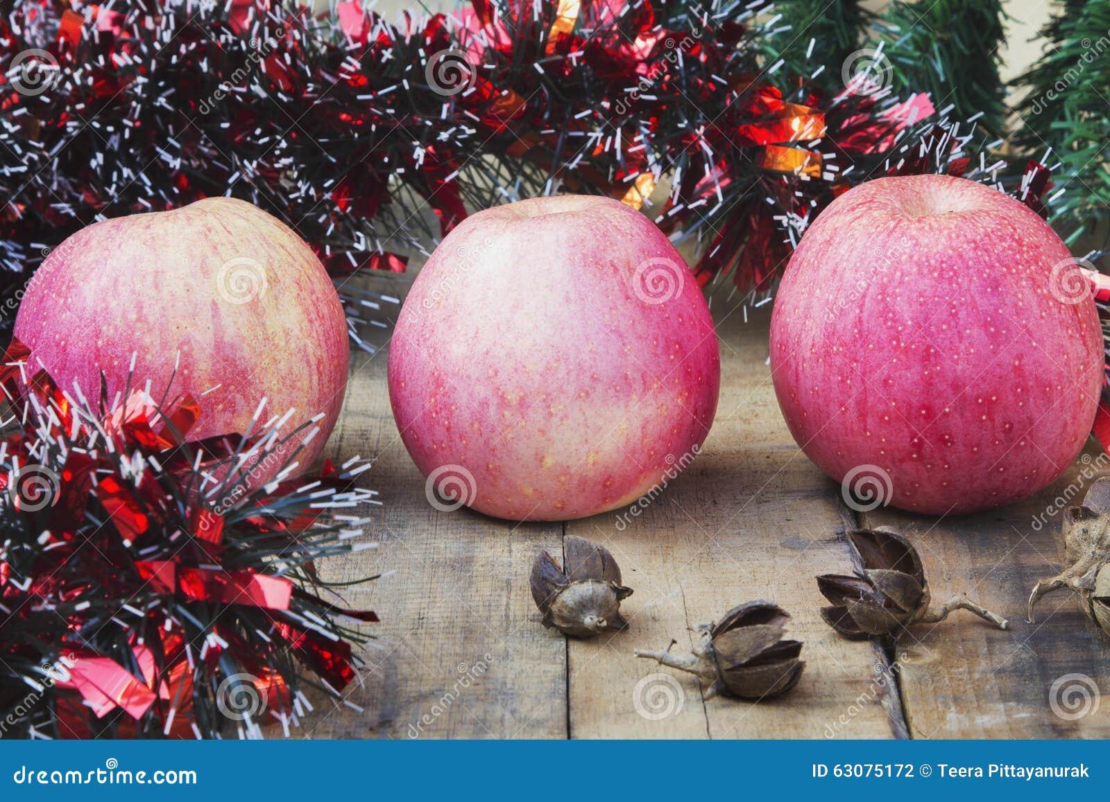 Download Boule Apple de Noël photo stock. Image du closeup, conception - 63075172