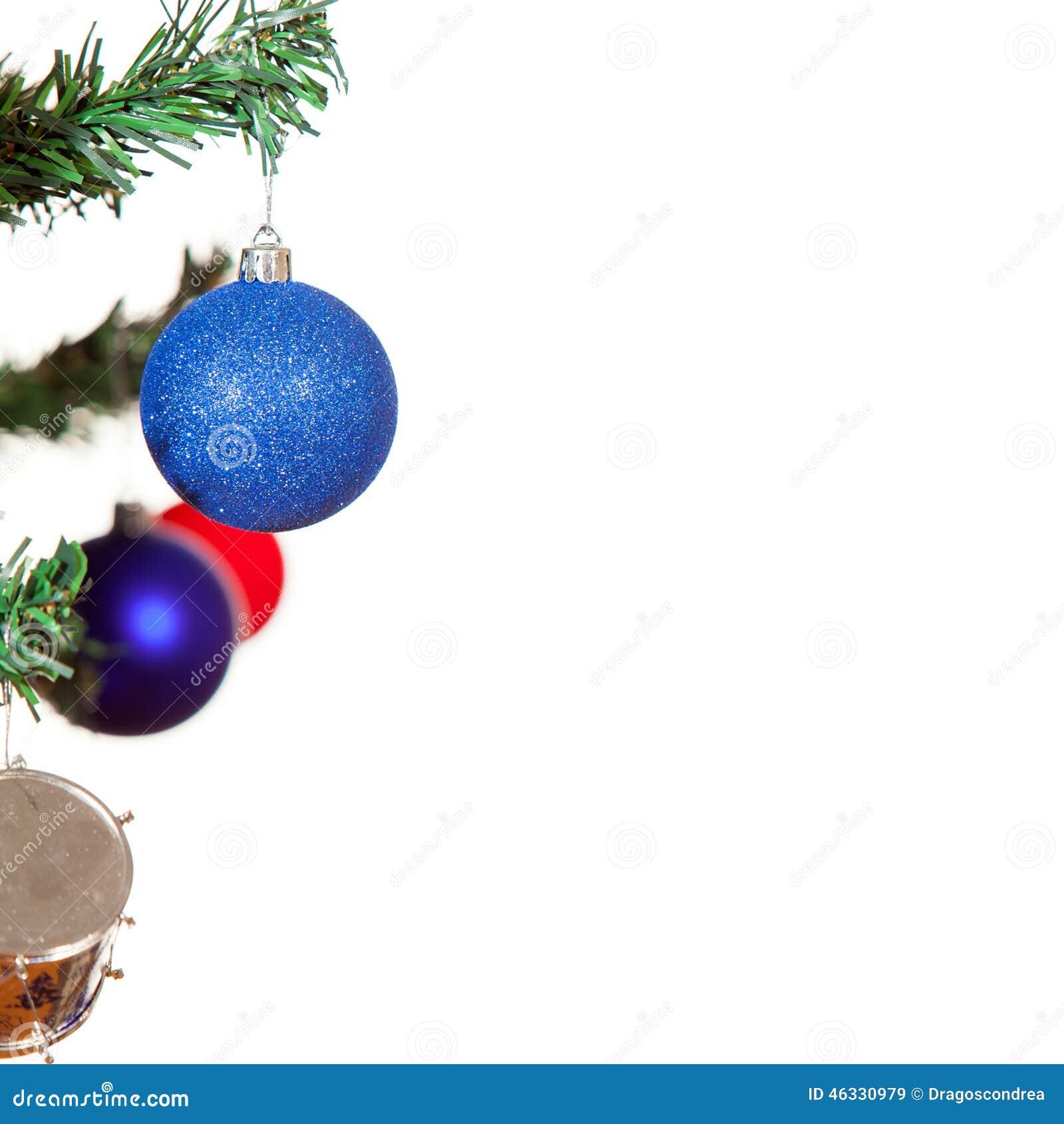 Boule bleue de Noël sur l arbre d isolement