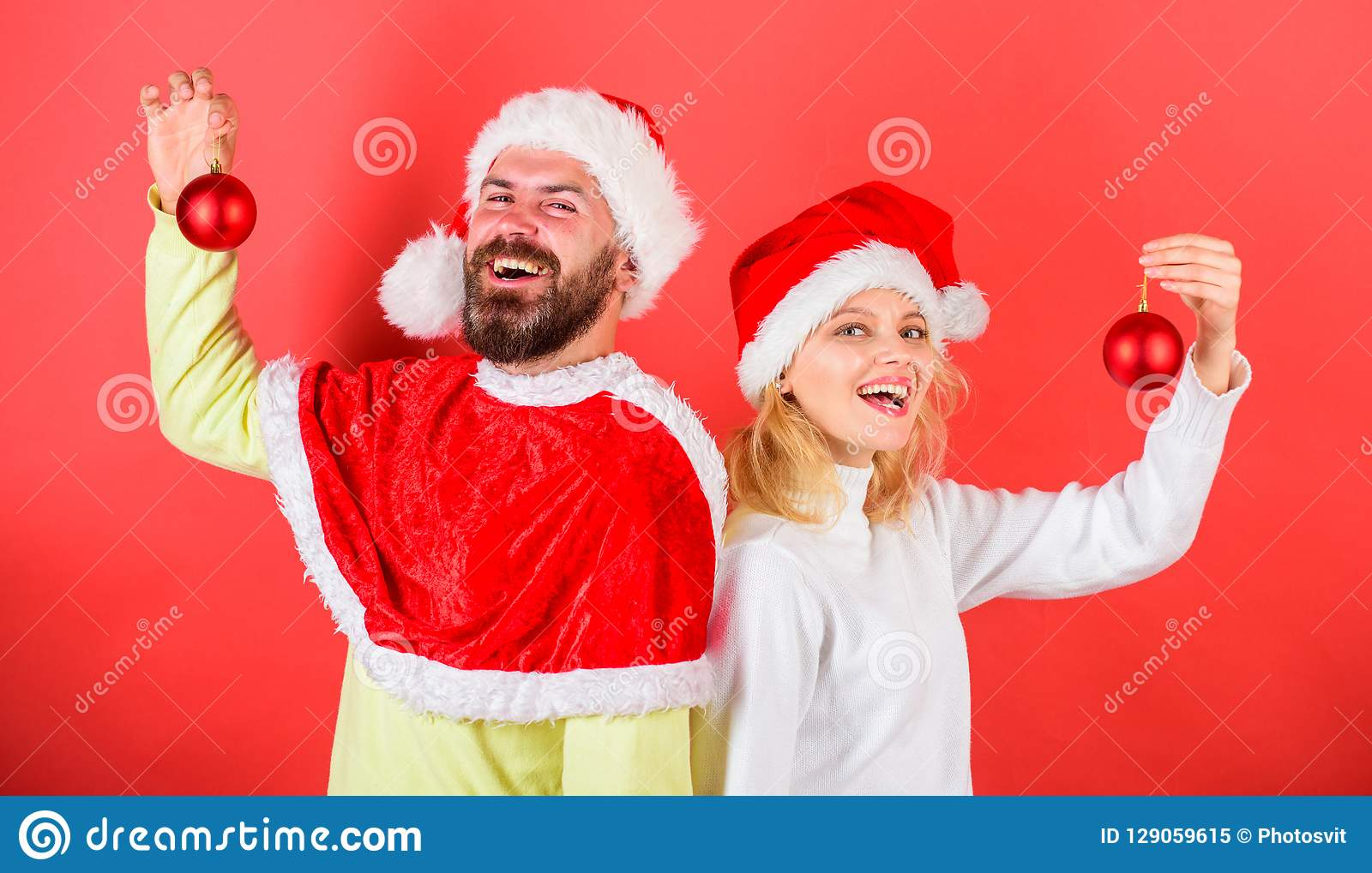 Boule d ornement de prise de costume de Santa de Noël de couples Tradition de décoration de Noël Femme et homme barbu dans le cha