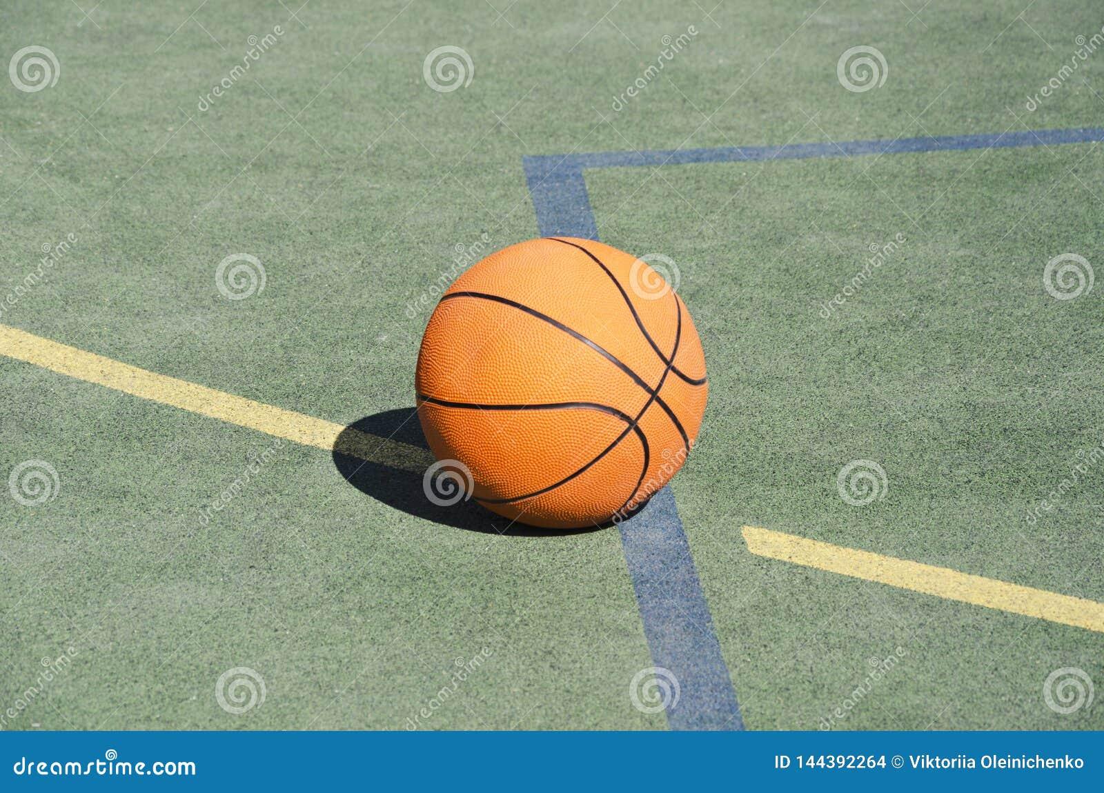 Sol Terrain De Basket boule de basket-ball sur l'au sol de sport en caoutchouc