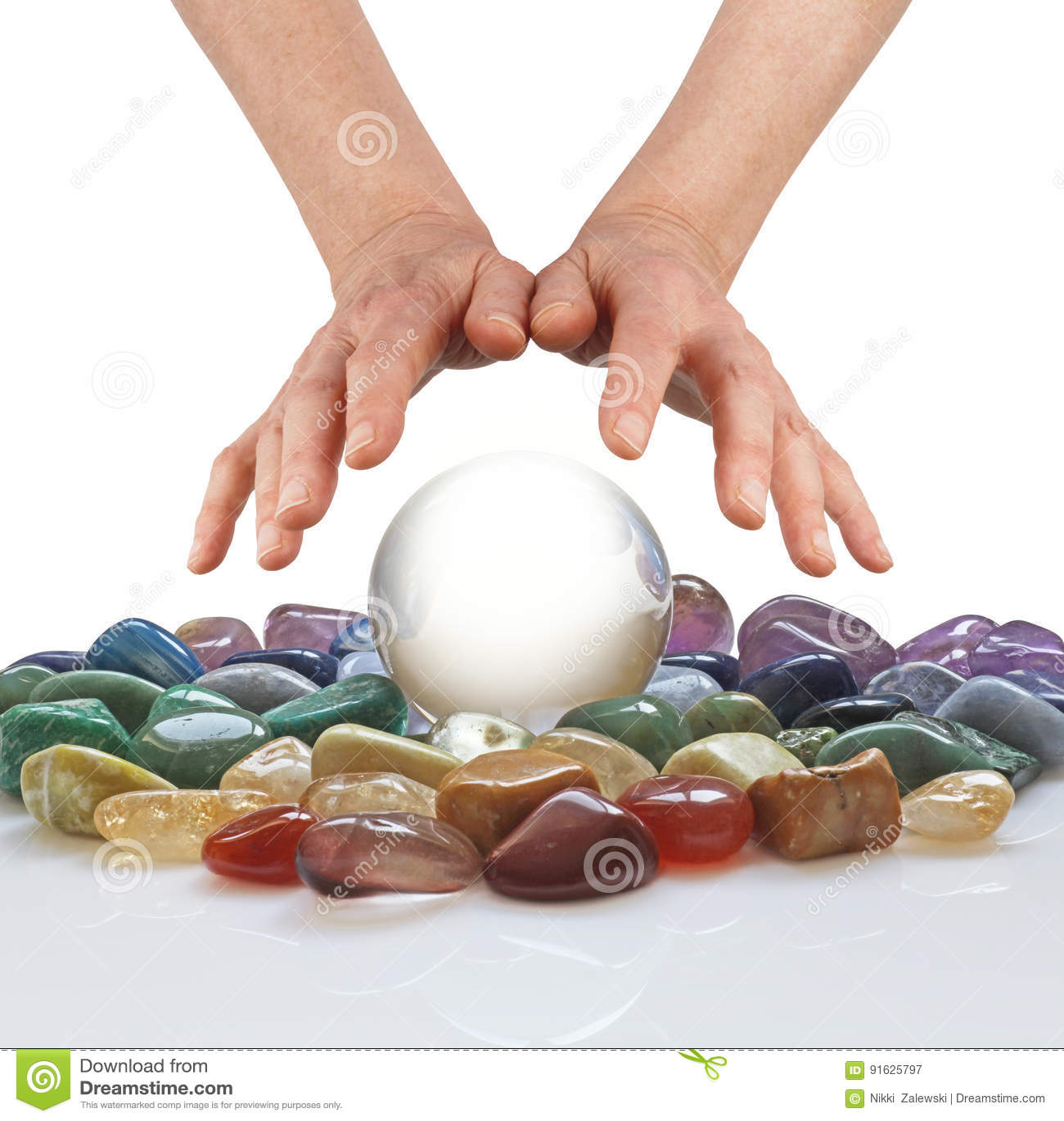 Boule de cristal, cristaux curatifs et mains psychiques