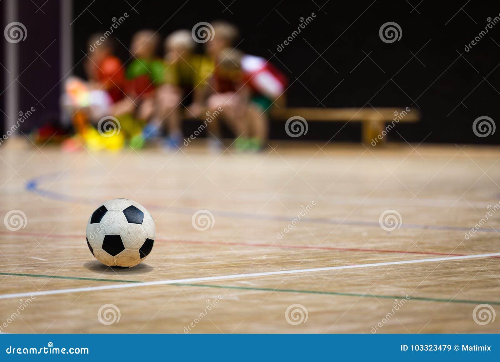Boule de Futsal du football et équipe de la jeunesse Salle de gymnastique de football en salle