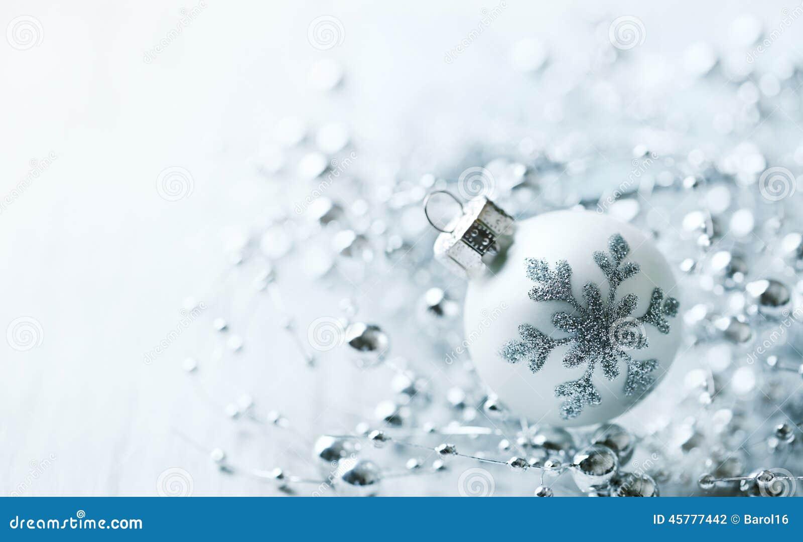 boule de no l blanc avec le flocon de neige photo stock image 45777442. Black Bedroom Furniture Sets. Home Design Ideas