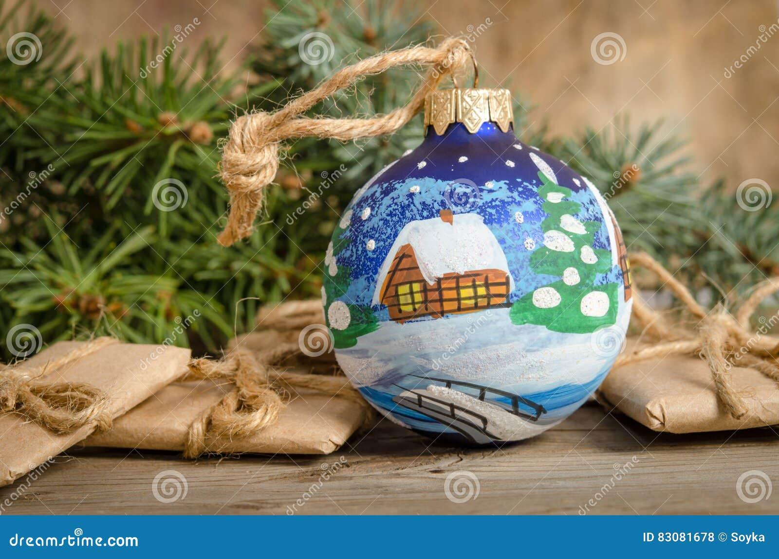 Boule de Noël et correspondance peintes de vacances