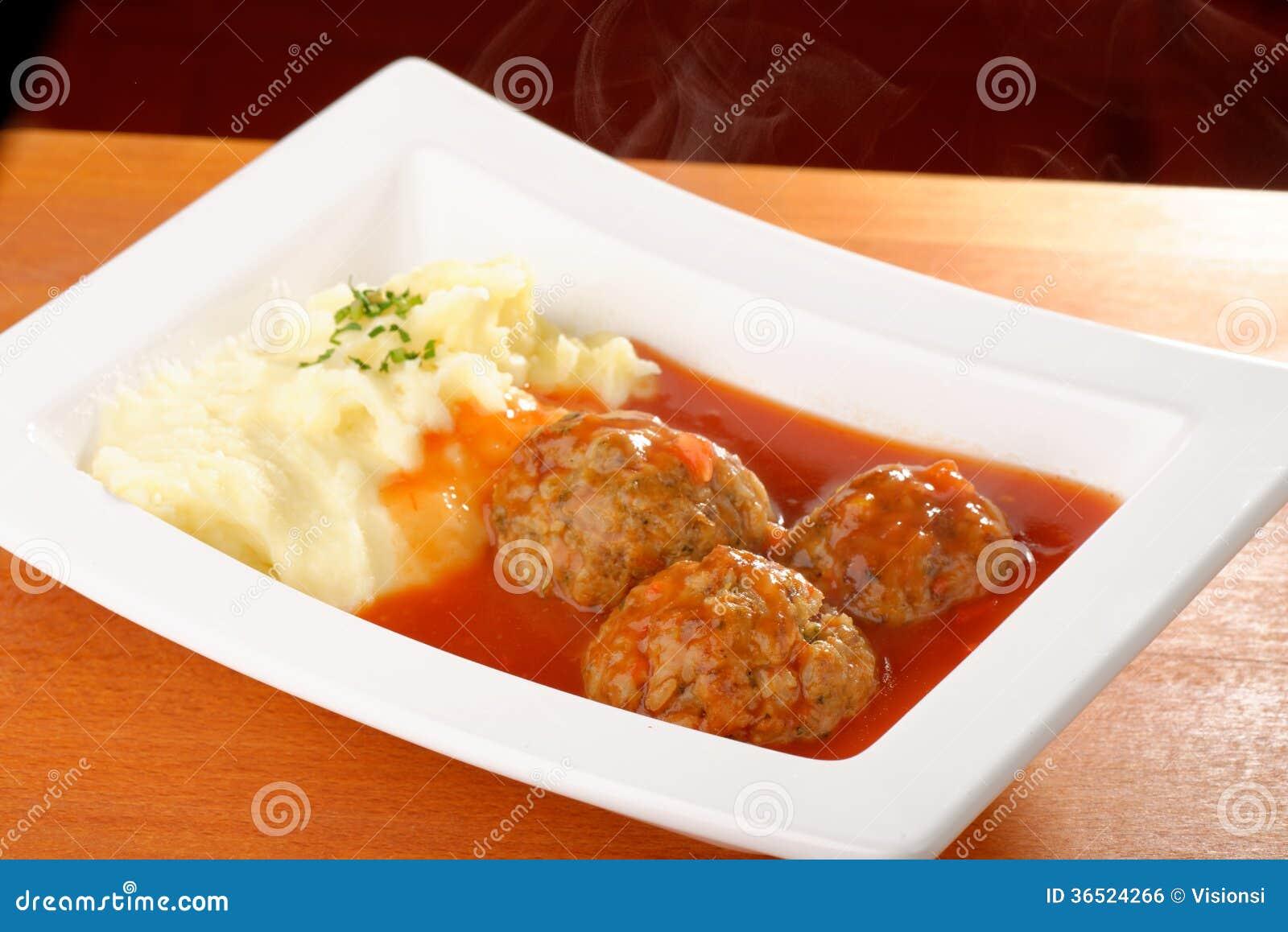Boule de viande et purée de pommes de terre