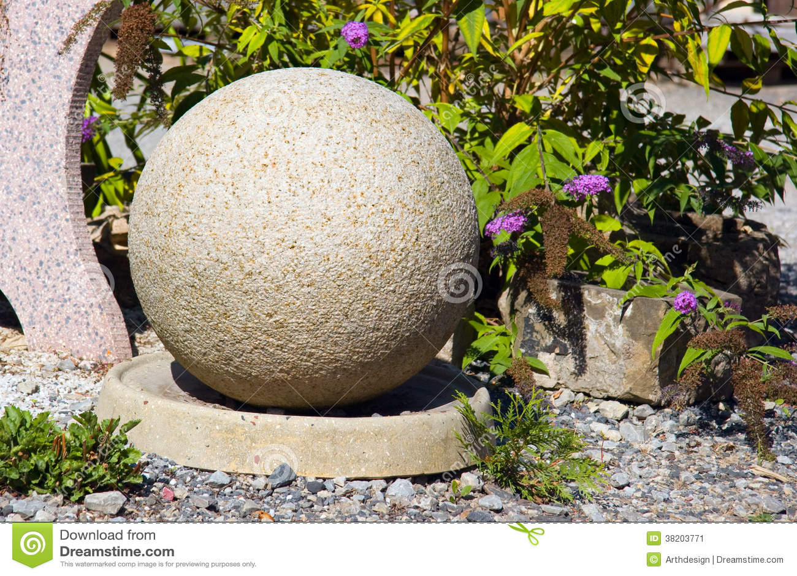 boule en pierre dans le jardin image stock image 38203771. Black Bedroom Furniture Sets. Home Design Ideas