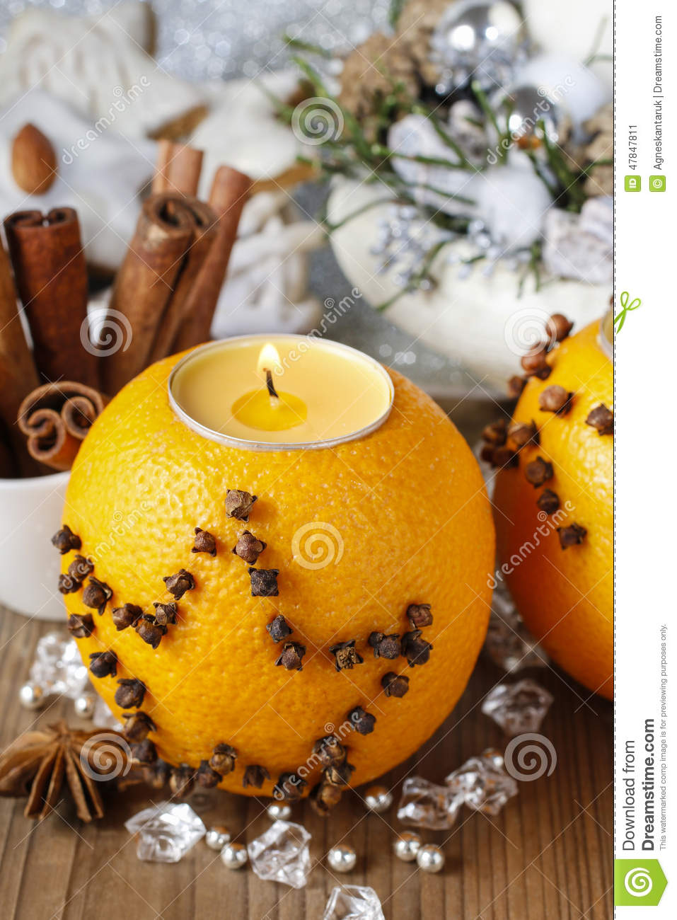 boule orange de sachet aromatique avec la bougie d cor e des clous de girofle image stock. Black Bedroom Furniture Sets. Home Design Ideas