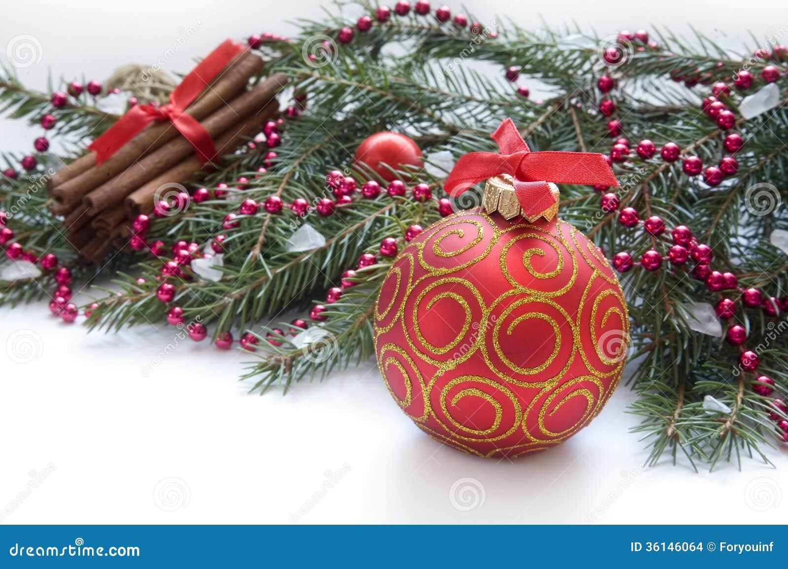 Boule Rouge De Noël Brindille Du Sapin Ruban Avec Le Dessin De L