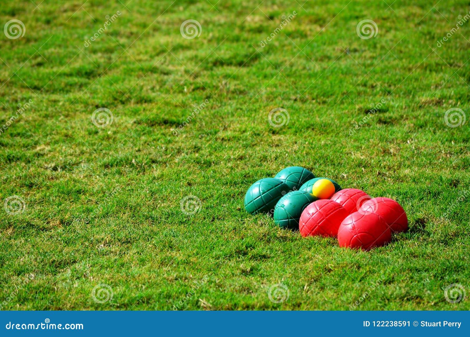Boules ajustados na grama