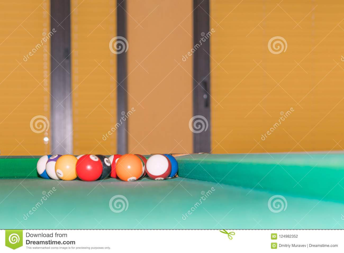 Boules de billard dans le coin de la table de billard