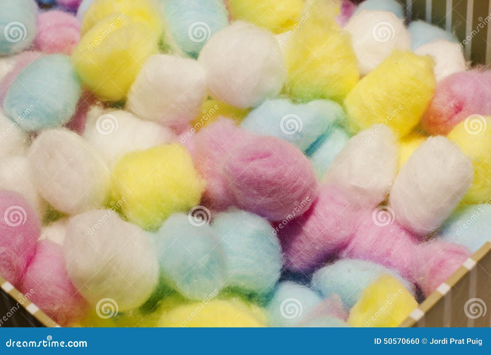 boules de coton color es photo stock image du cosmetic. Black Bedroom Furniture Sets. Home Design Ideas