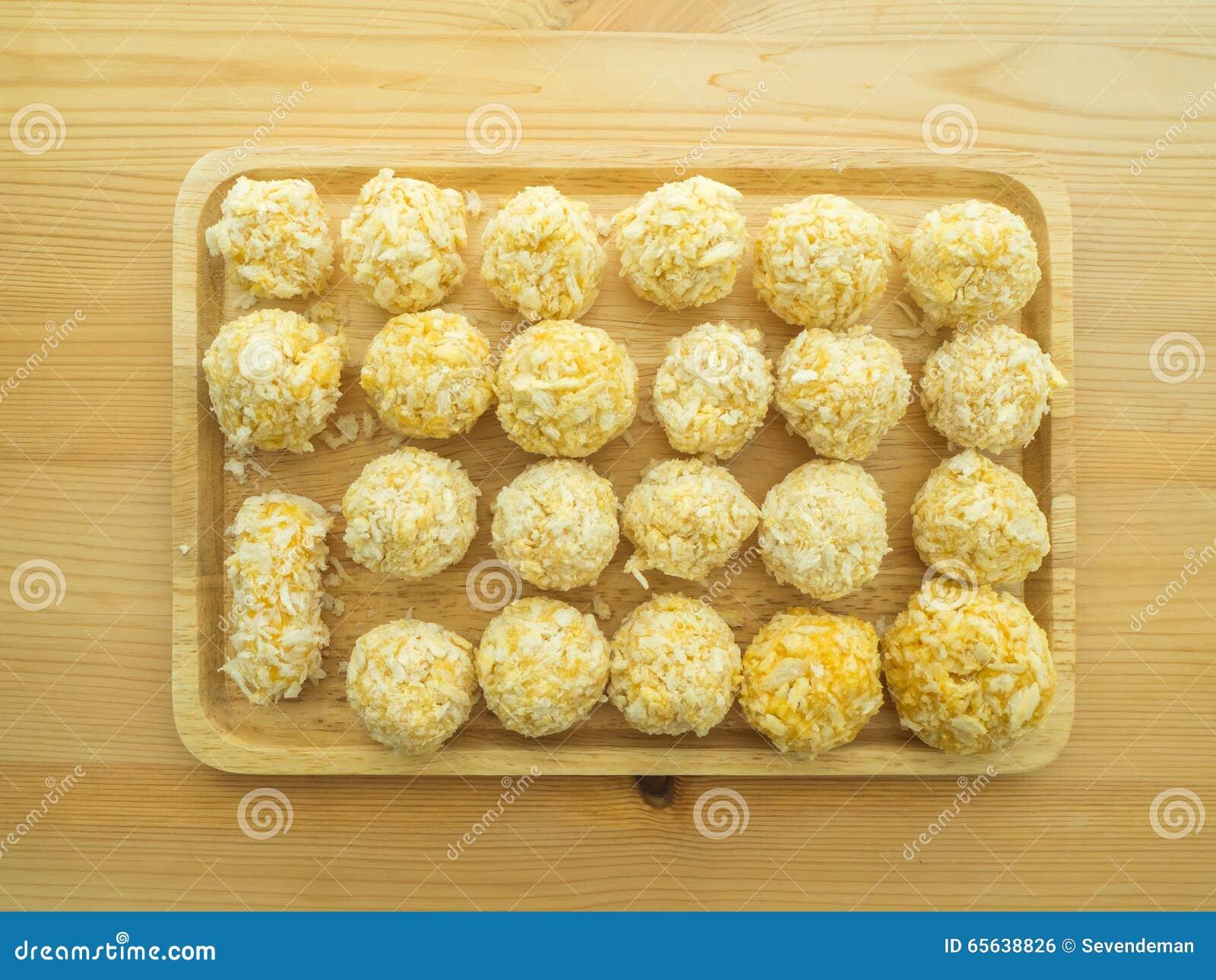 Boules de fromage de plat en bois