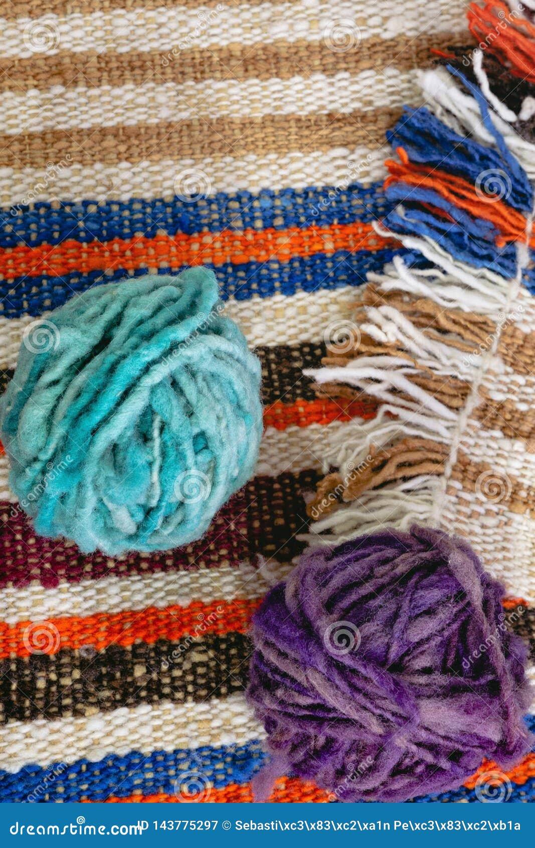 Boules de laine sur la couverture de laine