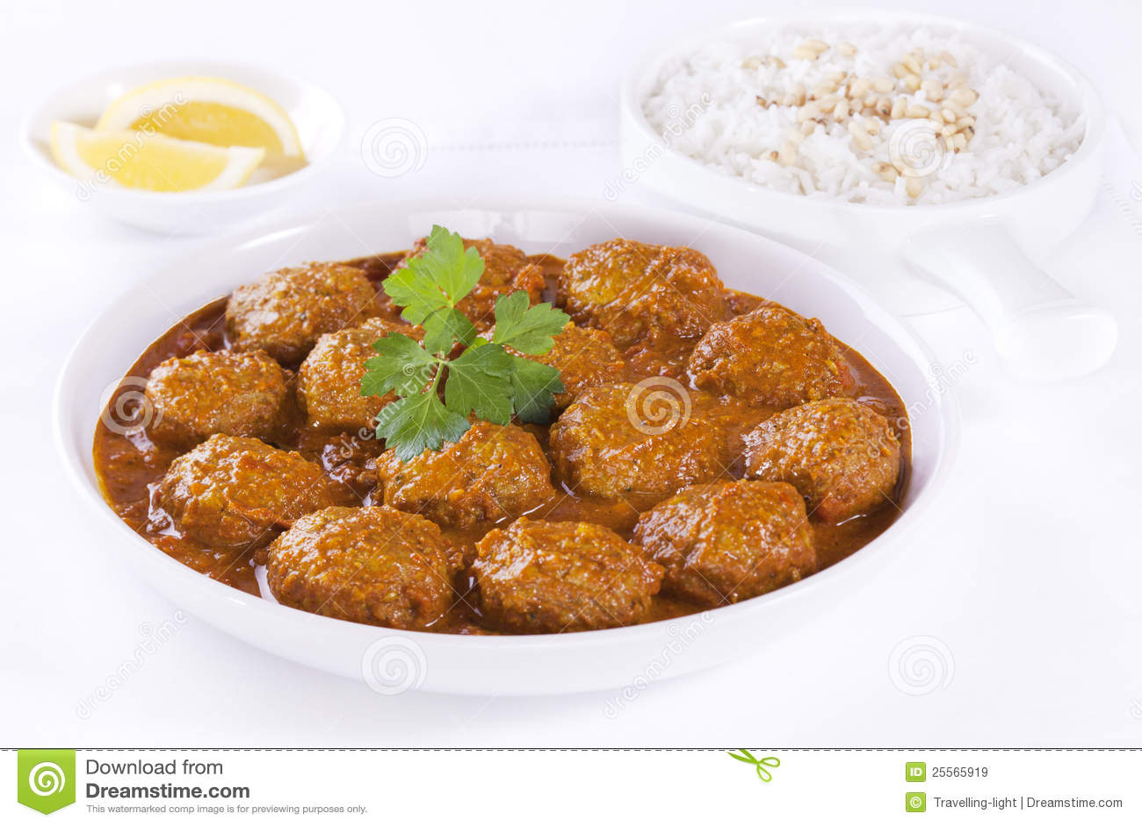 Boulettes de viande en sauce avec du riz image stock image 25565919 - Boulette de viande en sauce ...
