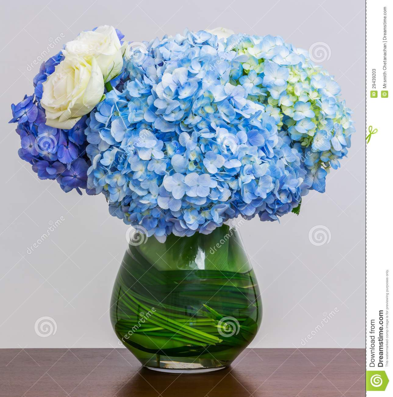 bouquet bleu d 39 hortensia photos stock image 29439203. Black Bedroom Furniture Sets. Home Design Ideas