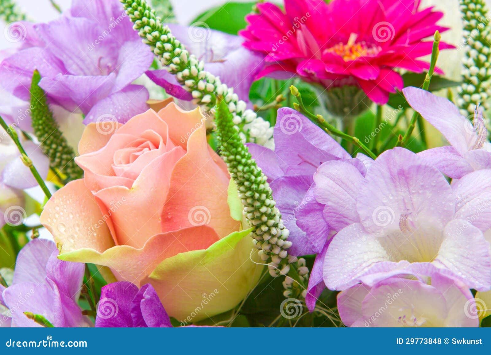 Bouquet color de fleur photo stock image du jaune for Bouquet de fleurs 50 ans