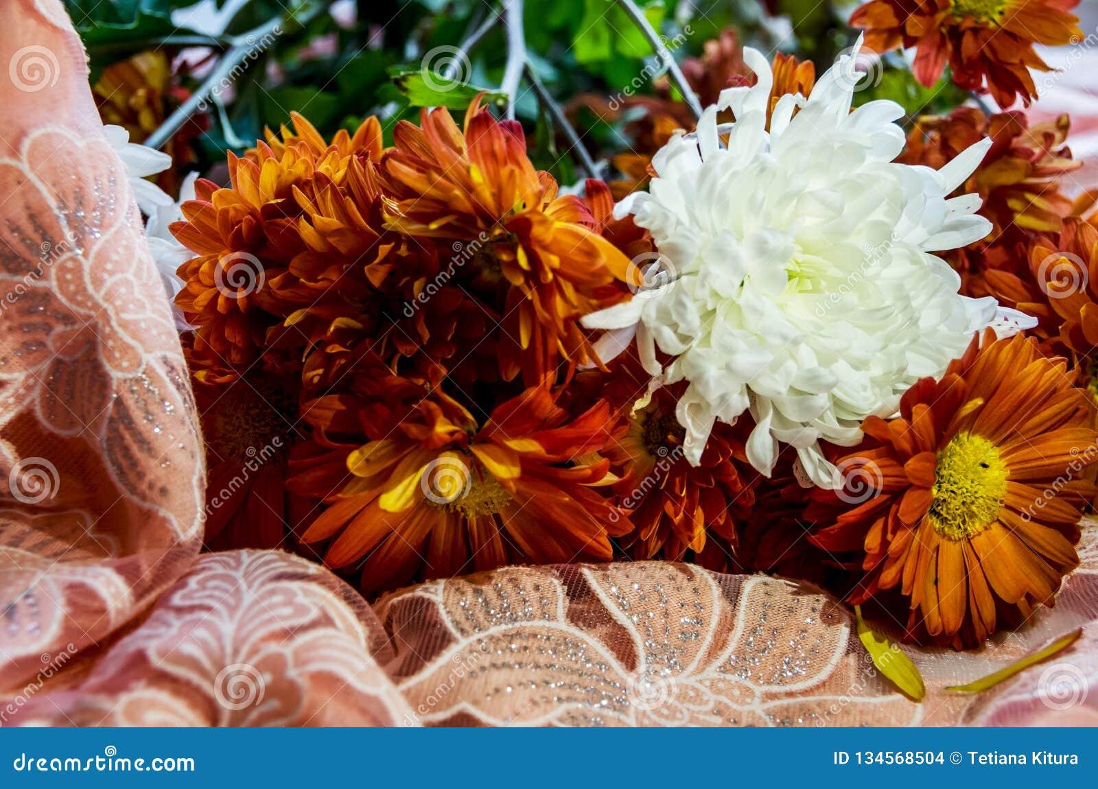 Bouquet de belles fleurs oranges