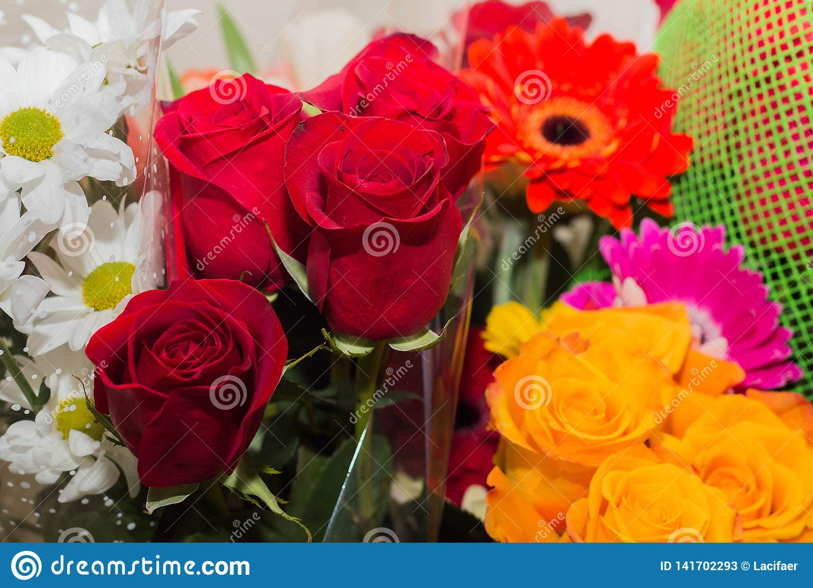 Bouquet de fête des roses et des asters