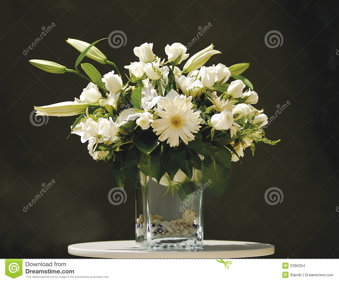 bouquet de fleur blanche dans le vase photo stock image. Black Bedroom Furniture Sets. Home Design Ideas