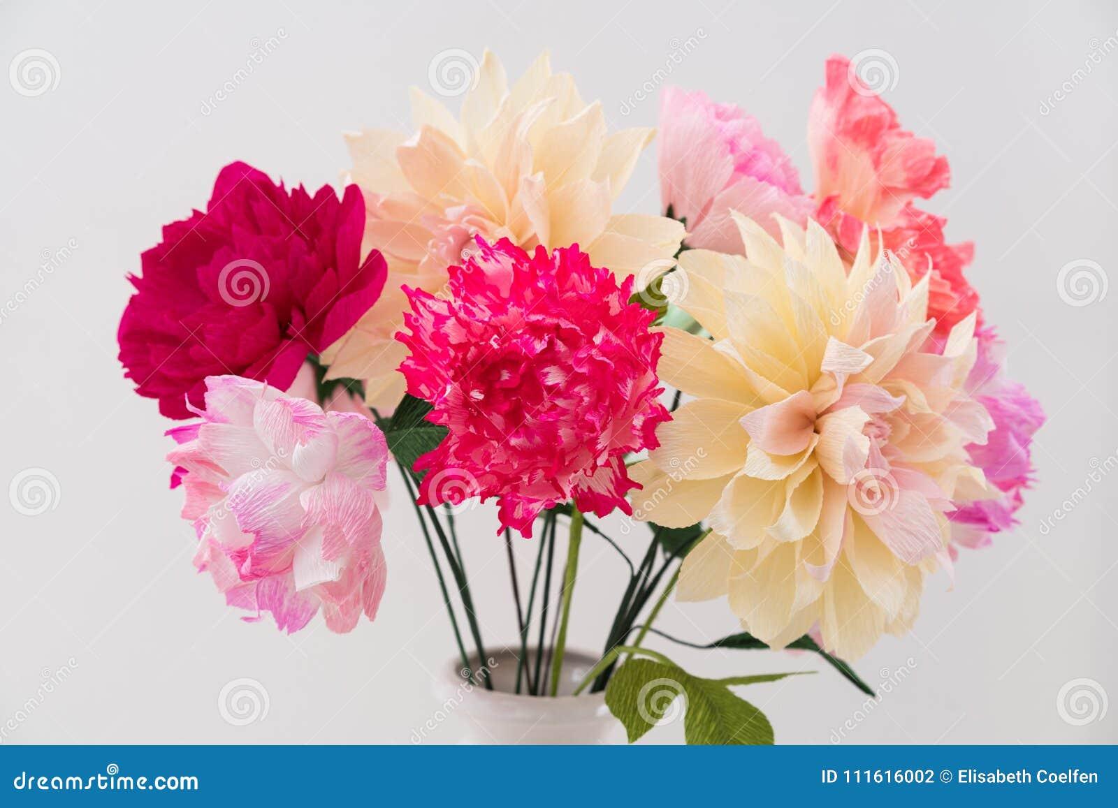 Bouquet De Fleur De Papier De Crepe Photo Stock Image Du Vase